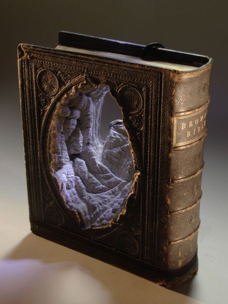 book-sculpture-cutting-paper-art-9__880